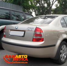 Штатная оптика Hella 9EL354079021 Skoda Superb 2006+